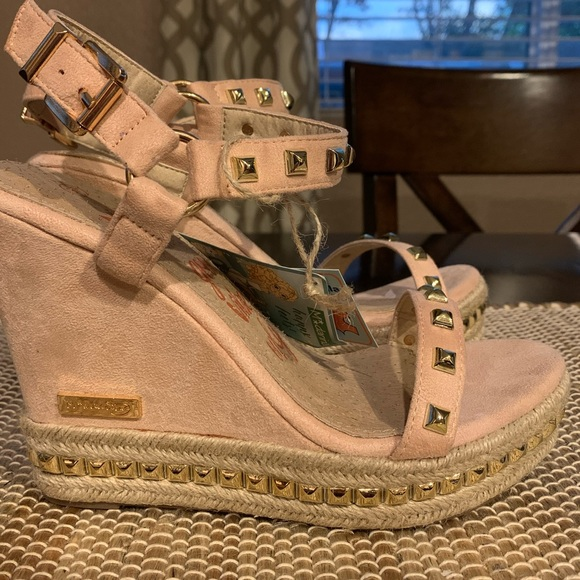 Pink suede wedges with gold studs